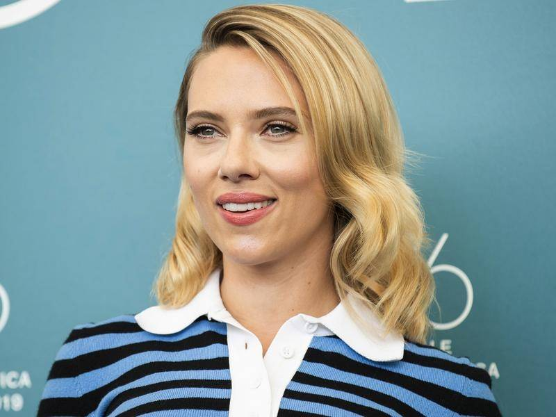 Scarlett Johansson has stood by filmmaker Woody Allen following re-examination of abuse allegations.